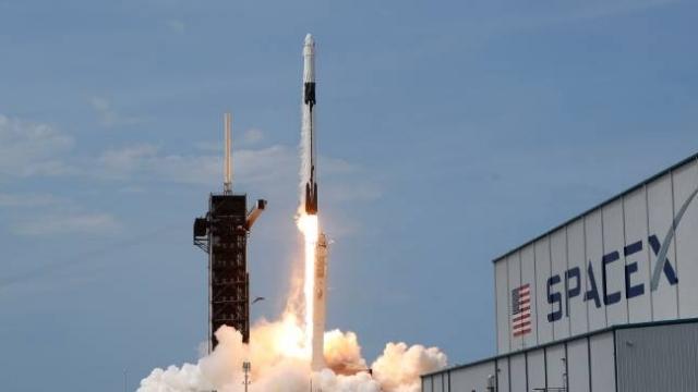 SpaceX Güney Kore'nin askeri uydusunu rekor süreyle uzaya taşıdı