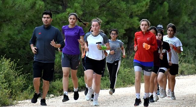 Bilecik Kadın Futbol Takımı kent ormanını mesken tuttu