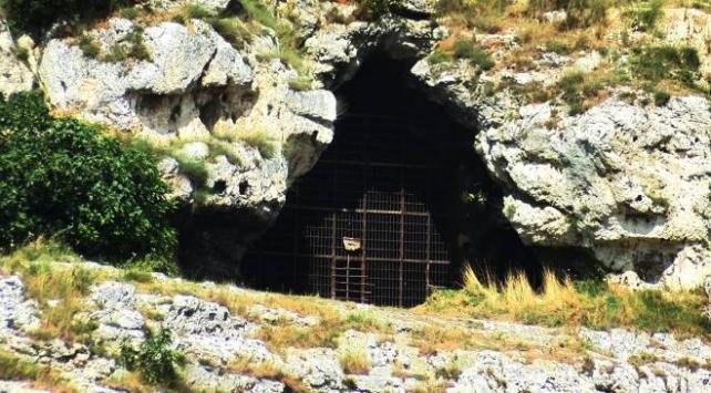 Tarihi Yarımburgaz Mağaraları çöplerle doldu