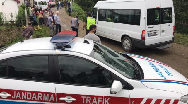 Trabzonda otomobil uçuruma yuvarlandı: 1 ölü, 5 yaralı