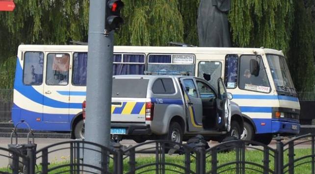Ukraynada otobüste 13 yolcuyu rehin alan saldırgan operasyonla yakalandı