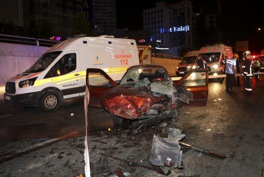 Başkentte otomobil temizlik aracına arkadan çarptı: 2 ölü, 3 yaralı