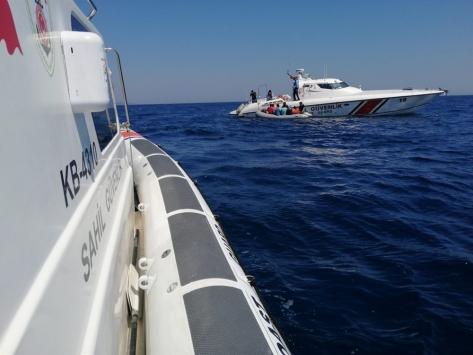 İzmirde Türk kara sularına geri itilen 36 sığınmacı kurtarıldı