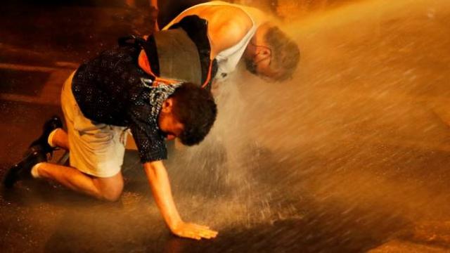 İsrail'de polis ile protestocular arasında tansiyon yükseldi
