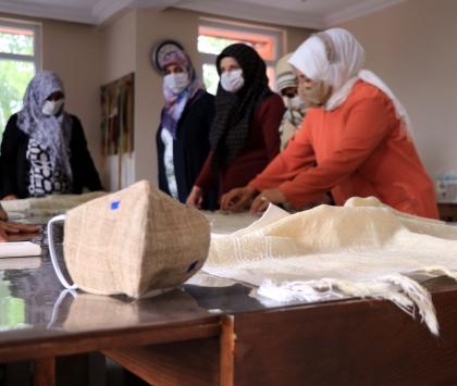 """Erzurumun asırlık kumaşı """"ehram""""dan maske üretiliyor"""