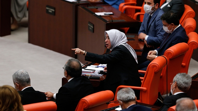 AK Parti'nin kadın milletvekillerinden HDP'nin kadın milletvekillerine tepki