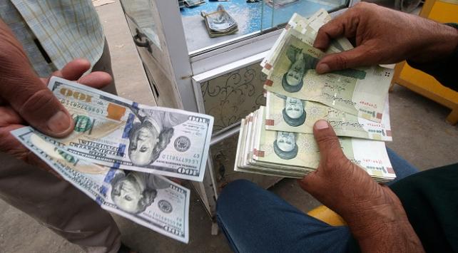 İranın başkenti Tahranda döviz satan 30 kişi gözaltına alındı