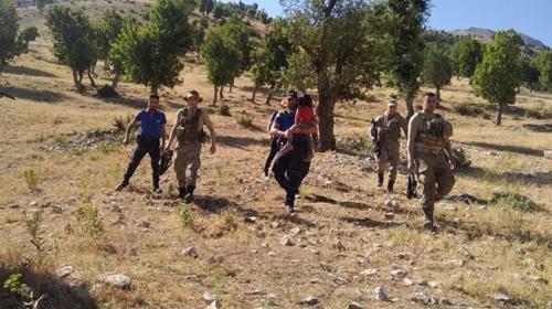 Jandarma kaybolan çocuğu bulup ailesine teslim etti