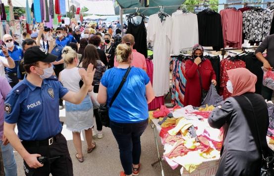 Eskişehirde polis ve zabıtadan semt pazarında Kovid-19 tedbirlerine uymayanlara uyarı