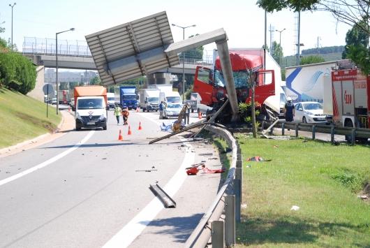 TEM Otoyolundaki kaza nedeniyle İstanbul istikametinde trafik yoğunluğu oluştu