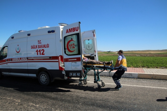 Sivasta otomobil devrildi: 3 yaralı