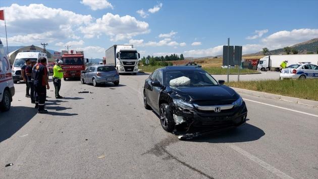 Amasyada iki otomobil çarpıştı: 7 yaralı