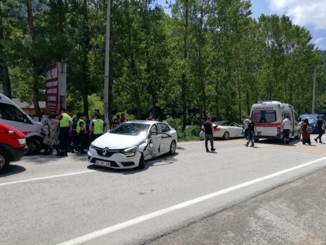Abant yolunda zincirleme trafik kazasında 6 kişi yaralandı