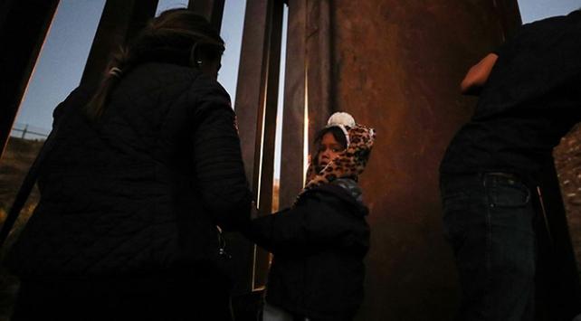 ABD, refakatsiz göçmen çocukları haftalarca gözaltında tutuyor