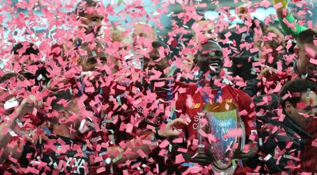 Liverpool şampiyonluk kupasını aldı