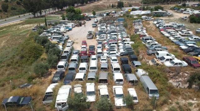 Binlerce araç ve motosiklet çürümeye terk edildi