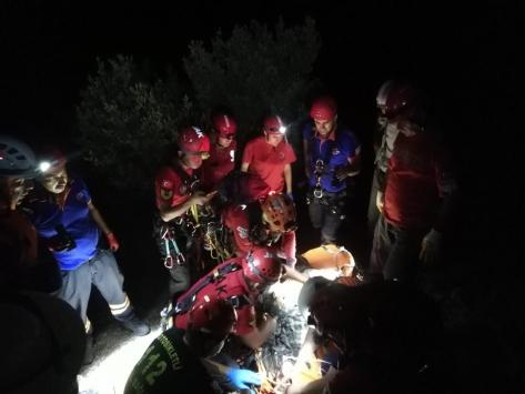 Muğlada kayalıklardan düşen 2 Ukraynalı turist kurtarıldı