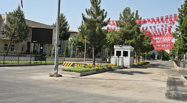 Diyarbakır Valiliğinin bulunduğu cadde 4 yıl sonra trafiğe açıldı