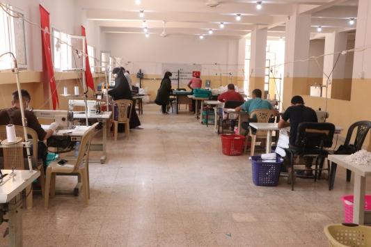 Afrinde öğrenciler için günde 6 bin maske üretiliyor