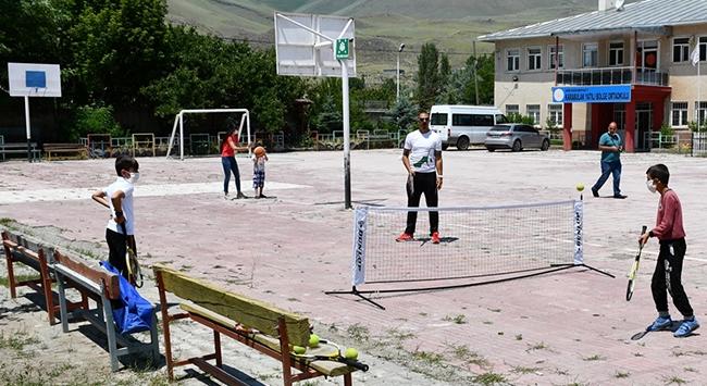 """Köy çocukları için """"gezici spor timi"""""""