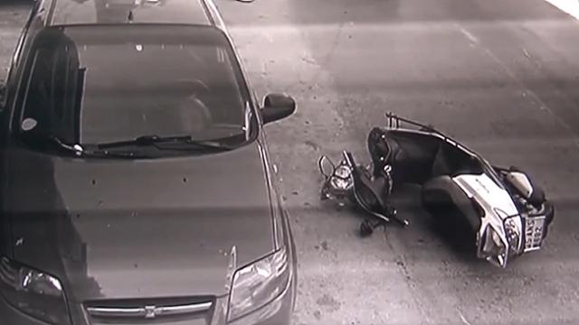 Kediyi ezmemek için motosikletiyle kaza yaptı