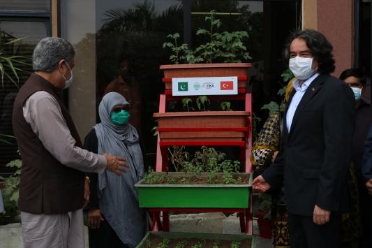 TİKAdan Pakistanda kadınlara yönelik Mikro Bahçecik projesi