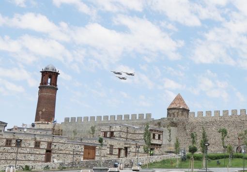 Erzurum Kongresinin 101. yıl dönümünde F-16ların gösterisi nefes kesti