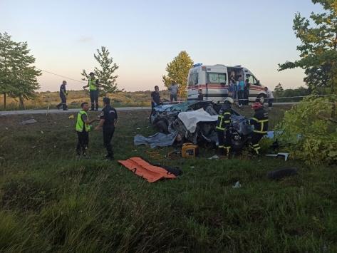 Kocaelide kamyonla çarpışan otomobildeki 5 kişi hayatını kaybetti