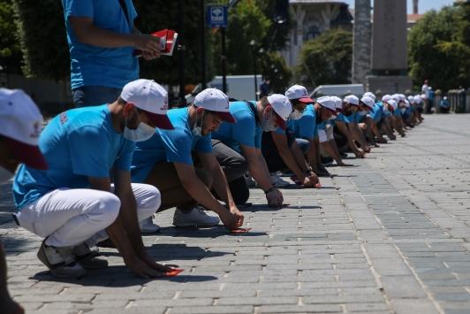 Türkiyenin dört bir tarafından Ayasofya Camiinde namaz kılmak için geldiler