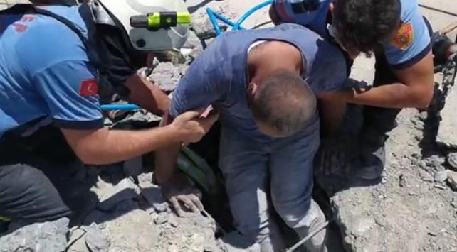 İnşaatın çatısı çöktü, göçük altında kalan işçileri itfaiye kurtardı