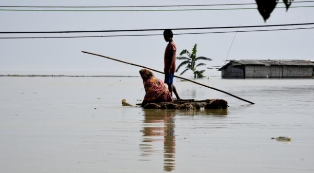 Hindistandaki sel felaketinde 12 kişi öldü