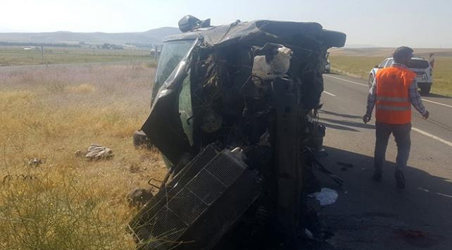 Ağrıda trafik kazası: 3 ölü, 6 yaralı