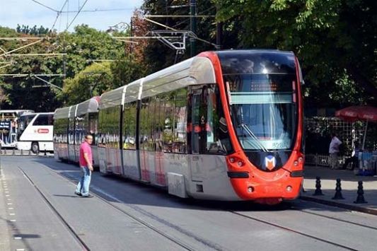 Ayasofyada izdihamı önlemek için tramvay seferleri durduruldu