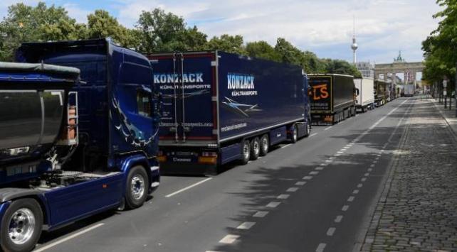 Almanyadaki kamyoncular düşük nakliyat fiyatlarını protesto etti