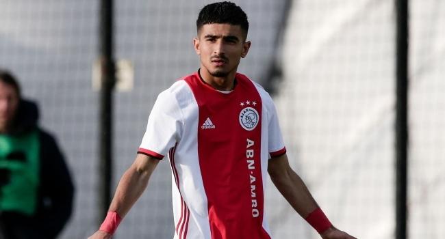 Ajax Naci Ünüvarın sözleşmesini uzattı