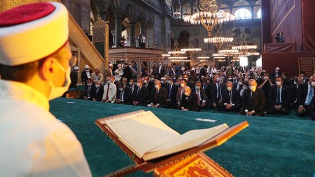 Ayasofya-i Kebir Cami-i Şerifi ibadete açıldı