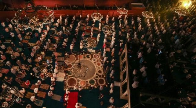 Ayasofya Camiinde akşam namazı kılındı