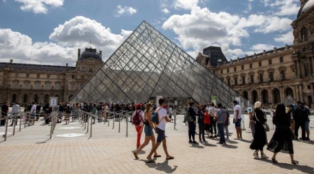 Fransada vaka sayısı 212 bin 102ye yükseldi