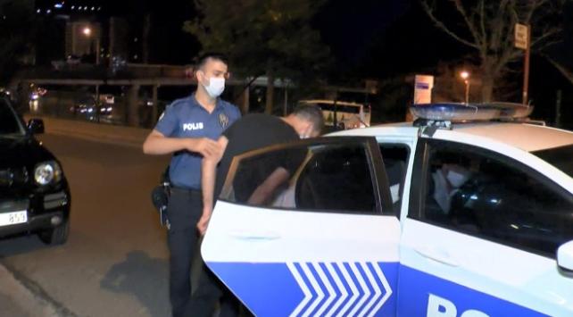 İstanbulda kimlik kontrolü yapmak isteyen polislere saldırı: 10 gözaltı