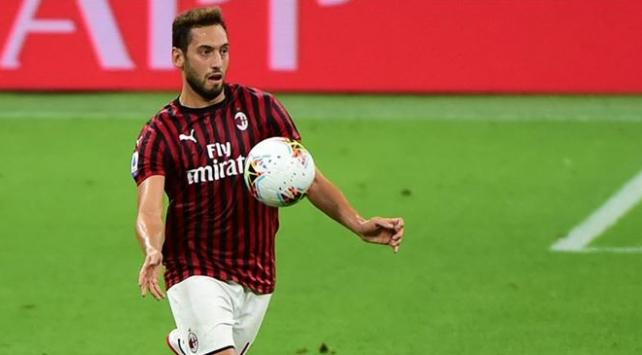 Hakan Çalhanoğlunun golü Milana yetmedi
