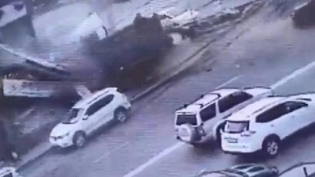 Rusya'da freni patlayan kamyon restorana daldı