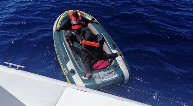 Muğlada Türk kara sularına itilen 5 düzensiz göçmen kurtarıldı