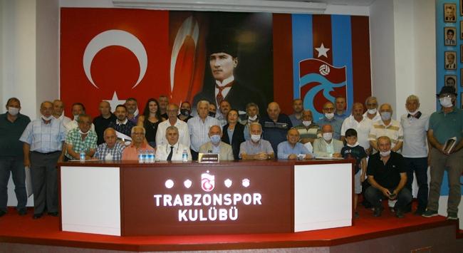 Trabzonsporda 25 yılını dolduran üyelere belge