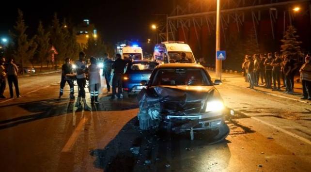 Kütahyada iki otomobil çarpıştı: 5 yaralı