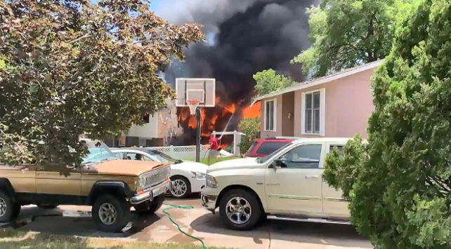 ABDde evin üzerine uçak düştü: 3 ölü, 4 yaralı