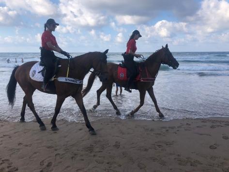 Polis atlı timleri Şile sahillerinde denetimler yaptı
