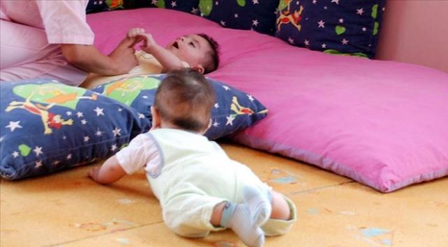 Çalışan annelere 300 euro bakıcı desteği