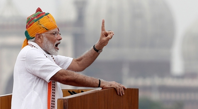 Hindistan Başbakanı Modi, tartışmalı tapınağın temel atma törenine katılacak