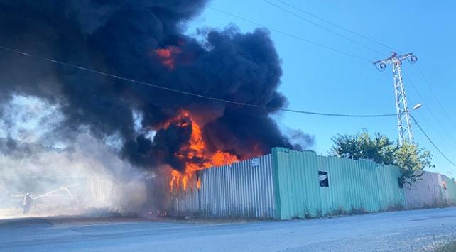 Maltepede bir depoda yangın çıktı