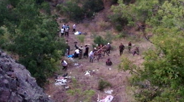 Elazığda şarampole devrilen otomobildeki 3 kardeş hayatını kaybetti